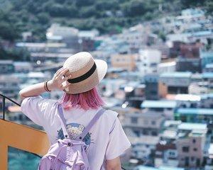 Another bucket list checked- too bad it's too hot 💣💣 . . . #clozetteid #travelblogger #BigDreamerInBusan #wanderlust #traveler #ggrep #busan #explorebusan #gamcheonculturevillage #koreatrip #ktoid #koreatravel #pinkhair #여행 #여행스타그램 #부산 #旅行