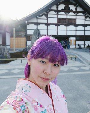 Hidung beku. Bibir pecah-pecah + perih gabisa digerakin. Wajah merah gara-gara dingin. Eyeliner juga udah smudge kemana-mana. Sebenernya jari tangan juga beku tapi tetep foto-foto hukumnya wajib 😛 New post aboun #japan tomorrow! . . . #clozetteid #kyoto #arashiyama #kimono #BigDreamerInJapan #fashionblogger #beautynesiamember #travelblogger #japanloverme #ggrep #solotravel #femmetravel #ilovejapan #여행 #여행스타그램 #인스타그램 #일본 #일본여행 #여행블로거