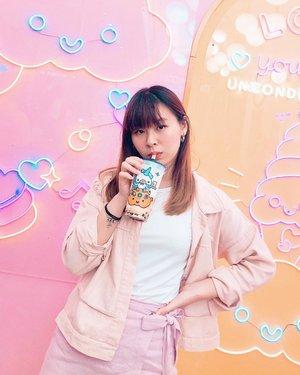 The only boba I drink again and again 🤔 Ini kemaren di @kokumi_id Lippo Puri, lumayan karna ada tempat duduknya, bukan yang counter kaya di mall2 lain. Sayangnya kemaren bobanya agak zonk sih rada keras, tapi rasa susunya still as good as always 😬 . . . #clozetteid #kokumi #boba #bobatea #okinawakokumi #okinawa #foodie #jktfoodie #manualjakarta #zomatoid #travelokaeats #foodbloggers #foodreview #bobareview #lifestylebloggers #bloggerperempuan #보바 #음식스타그램 #たぴおか #たぴおかみるくてぃー