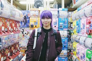 Someone is missing her vibrant hair 🤔 Also a #throwback to one of the coldest day in my life because of the rain and wrong dresscode 😂 *colek @yemima_lim . . . #clozetteid #akihabara #tokyo #japan #gachapon #anime #japantravel #tokyoguide #hairstyle #purplehair #ggrep #japanloverme #fashionbloggers #fbloggers #bbloggers #femmetravel #solotravel #ilovejapan #japanlover #秋葉原 #旅行 #여행자 #여행 #여행스타그램 #패션 #인스타패션 #일본 #도쿄