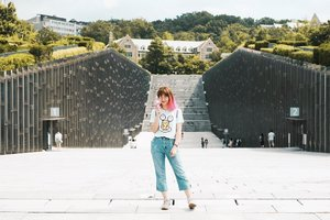 Ewha Womans University is an interesting area, not only a women's university but its area also a popular shopping district in Seoul. If you're looking for cheap clothes/ accessories, here is the place 😉 More on my blog #bigdreamerblog . . . #clozetteid #BigDreamerInKorea #exploreseoul #ggrep #ewhawomansuniversity #koreatrip #koreatravel #ktoid #explorekorea #visitkorea #travelerindonesia #girlsaroundtheworld #exploretheglobe #gudetama #travelblogger #여행 #여행스타그램 #이화여대 #여랭에미치다 #旅行 #旅行大好き