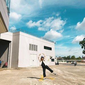 I'll just dream another dream 😇...#clozetteid #japobswander #travelblogger #traveler #travelblog #palembang #explorepalembang #dreamer #bigdreamer #sky #fashionblogger #lifestyleblogger #여행 #여행스타그램 #旅行 #旅行記 #somapalembang #socialmarket