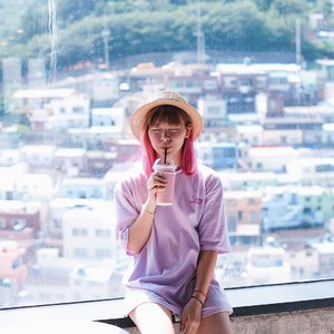 Trying out some editing apps for this pic, gonna share them on Instastory later 💖 Anyway, as hot as it was, I'm still gonna miss those moments. So make sure to enjoy anything you do while it lasts 😛...#clozetteid #fashionblogger #travelblogger #traveler #koreatravel #busan #gamcheonvillage #lightroom #lifestyleblogger #ggrep #ktoid #explorebusan #여행 #여행스타그램 #부산