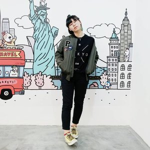 The outfit that makes me feel 'me' the most 👌 . . . #clozetteid #bomberjacket #fashionblogger #lookbook #styleblogger #fbloggers #ootd #fashion #style #styleinspiration #lookbookindonesia #ootdindo #indonesianfashionblogger #ootdjkt #ootdindonesia #indonesianfemalebloggers #indofashionpeople #looksootd #cgstreetstyle #streetstyle #ファション #今日の服 #コーデ #패션 #스타일 #패션스타그램 #스트릿패션 #패션피플 #패션블로거