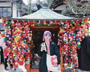 Colorful Kukurizaru at Yasaka Koshindo temple in Higashiyama, Kyoto. Kukurizaru is representing the good faith monkeys, a symbol of self control. It's said that if you want your wish to be granted, you must sacrifice another desire 🙊 This small temple is located near the Kiyomizudera temple 😊 . . . #clozetteid #kyoto #japan #yasakakoshindo #travelinkyoto #japantravelogue #jalanjalankejepang #BigDreamerInJapan #japanloverme #ggrep #京都 #여행 #여행스타그램 #일본여행 #일본 #여행블로거