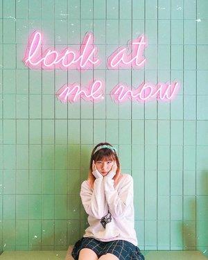 Posenya kaya kedinginan padahal panas 😌 . . . #clozetteid #ottomanscoffee #instaworthy #jktfood #cafehopping #cafeteller #jakartafoodies #wheretogojkt #jktinfo #jktfoodie #manualjakarta #cafelife #fashionblogger #lifestyleblogger #styleinspo #카페 #카페스타그램 #カフェ #カフェカイラ #咖啡店