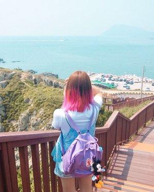 Kemaren mimpi solo traveling ke Korea, walau cuma mimpi tapi ngerasain alasan kenapa aku suka banget solo traveling 😭😭 Bangun2 langsung balik ke kenyataan dengan deadline2 numpuk 🙂 Ini belom tidur lagi, semoga mimpi jalan2 lagi wkwkwkw #bigdreamerinkorea...#clozetteid #busan #travelbloggers #ootdbloggers #koreatravel #여행스타그램 #여행에미치다 #부산 #ilovetravel #explorebusan #traveler #traveler