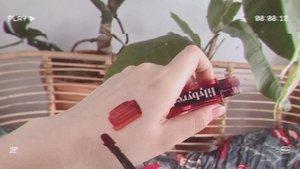 I looove this lip tint from @lilybyred_official 😭🍒 Super suka warnanya, rada vampire red gitu nangis 🥺 #lilybyred...#clozetteid #lilybyredjuicyliarwatertint #liptint #koreanliptint #liptintreview #beautycreator #beautybloggers #indobeautygram #indobeauty #koreanmakeup #kbeauty #bloggerperempuan #indobeautysquad #tampilcantik #뷰티스타그램 #뷰티 #화장품 #릴리바이레드
