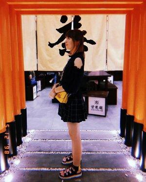 I just miss Japan soooo much!! Found this torii in front of @amausaanujimatcha 💕 Antara sedikit mengobati kangen atau bikin tambah pengen balik ke Jepang 😛😛 . . . #clozetteid #japanloverme #matchalover #ilovejapan #ggrep #ilovejapan #matchadesserts #matchaparfait #jktfoodies #fashionblogger #fashiondiaries #streetstyle #lifestyleblogger #패션 #일본 #스트릿패션 #コーディネート #今日の服