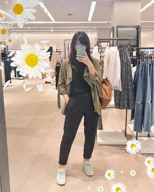 Meeting outfit ✌🏻 It was my most-hectic-day ever, 2 meetings dalam sehari pindah2 naik kereta, transjak, ojol 😌 Tak kusangka setelah itu jadi membusuk di rumah udah 1 bulanan, pake acara sakit lumayan parah juga 🤷🏻♂️ #japobsOOTD . . . #clozetteid #fashionbloggers #ootdbloggers #styleinspo #outfitinspo #outfitinspiration #koreanstyles #bloggerperempuan #kfashion #asiangirls #coordinate #wearjp #패션 #패션스타그램 #오오티디 #오오티디룩 #스트릿패션 #패션스타일 #今日の服 #今日のコーデ #コーデ #ファッション