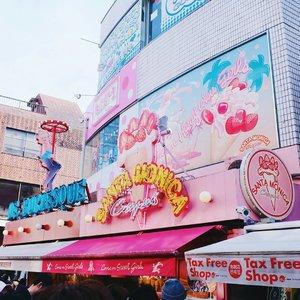 Harajuku stroll with me on #bigdreamerblog 🇯🇵💖 link in bio! . . . #clozetteid #japanloverme #ggrep #BigDreamerInJapan #japantravel #travelblogger #abmtravelbug #abmlifeiscolorful #crepes #harajuku #여행 #여행스타그램 #일본여행 #原宿 #旅行