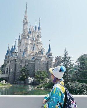 Checking in from the happiest place on earth! 🤗...#clozetteid #disneyland #tokyodisneyland #japan #tokyo #japantravel #japanguide #ggrep #japanloverme #disney #BigDreamerInJapan #fbloggers #bbloggers #여행 #여행스타그램