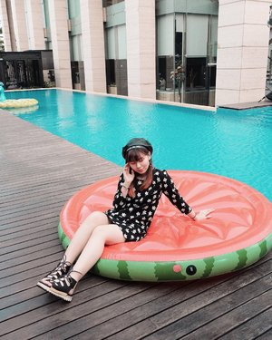 "Pengen bilang ""summer vibes"" tapi saltum banget, fix gerah banget pake dress ini 😂😂 yah summer sih, PANAS!! ☀️ #japobsOOTD . . . #clozetteid #fashionbloggers #ootdbloggers #styleinspo #outfitinspo #outfitinspiration #koreanstyles #bloggerperempuan #kfashion #asiangirls #coordinate #wearjp #패션 #패션스타그램 #오오티디 #오오티디룩 #스트릿패션 #패션스타일 #今日の服 #今日のコーデ #コーデ #ファッション"