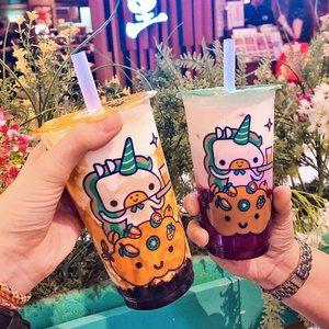 I think Okinawa @kokumi_id satu2nya boba yang bisa bikin aku pengen lagi dan lagi 🤔 Selalu beli yang gede tapi kayanya di aku cukup yang kecil sih, hahaha 😅 Unicorn drinknya juga enak bgt, asem manis seger ada kejunya tapi ga bikin eneg. Tersuka 💖 22nya punya charm berbeda tapi sama2 enak gitu lho. Anyway, sekarang lagi coba kurangin gula jadi mungkin ga minum2 kokumi dulu :�) #japobseats . . . #clozetteid #jktfoodie #jktgo #okinawakokumi #kokumi #bobajakarta #bobabrownsugar #foodbloggers #foodblog #dessert #foodiegram #�� #��스타그램 #보바 #タピオカ #��