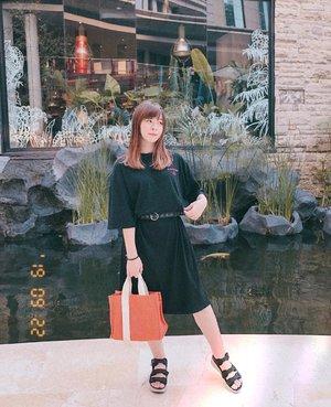Tips foto OOTD: hindari background yg nyaru sama outfit! 😅😂 #japobsOOTD  Tips lagi: kalau pake baju/ dress yang loose gitu, bisa pakein belt biar ada bentuk dikit badannya 😆 ((dan bisa ngasih style beda juga)) . . . #clozetteid #fashionbloggers #ootdbloggers #styleinspo #outfitinspo #outfitinspiration #koreanstyles #bloggerperempuan #kfashion #asiangirls #coordinate #wearjp #패션 #패션스타그램 #오오티디 #오오티디룩 #스트릿패션 #패션스타일 #今日の服 #今日のコーデ #コーデ #ファッション