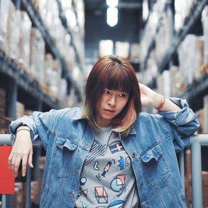 Tone fotonya beda deh sekali-kali 😁 . . . 📷: @ardila_k . . . #clozetteid #fashionblogger #styleblogger #styleinspiration #ggrep #denimjacket #fashiondiaries #패션 #스트릿패션 #패피 #今日のコーデ #今日の服 #コーディネート