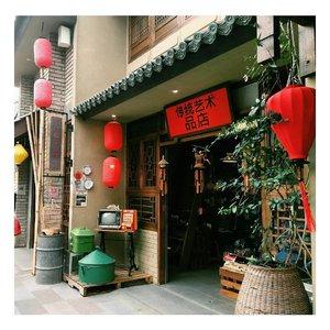 Bandung rasa Beijing atau Bandung rasa Shanghai?  Feel the Old Chinatown ambience at @chinatownbandung.  Full review of Chinatown Bandung is up on My Blog! 😘  Link on bio!  #chinatownbandung #bandung #travelblogger #clozetteid
