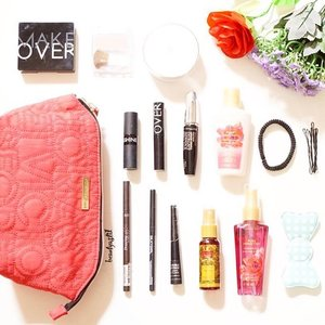 Happee MONSday everybody~ Cek article Cosmekita Blogger Of The Month : What's Inside My Makeup Pouch disini ya 👉 http://cosmekita.com/index.php/article-detail/what-s-inside-my-makeup-pouch 😘❤️ atau langsung saja ketik www.cosmekita.com thank you 💐 #clozetteid #starclozetter #flatlay #love #likes #flatlay #makeup #beauty #cosmetics #whatsinsidemybag #pink  #potd #new #tbt #bloggerofthemonth #beautybeyondrules #victoriassecret  #ishine #lips #lipstick