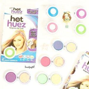 💙💜💚💗 Ini dia kapur khusus untuk mewarnai rambut, Hot Huez Temporary Hair Chalk yang bisa kamu gunakan kapanpun dan dimanapun. Tersedia 4 warna cantik yang bisa kamu pakai sesuai mood kamu. HATI HATI Barang Palsu ya ^ ^ . Cara pakainya : 🌸 Basahi rambut 🌸 Press 🌸 Slide 🌸 Color  Untuk lebih lengkap nya tentang cara pakai Hair Chalk ini, baca review dari produk ini di blog ku atau klik link yang ada di bio👇 :  http://www.beautyasti1.com/2016/04/hot-huez-temporary-hair-chalk-review.html . #clozetteid  #beautyblogger #beautybloggerindonesia  #makeuptips #easymakeup #belajardandan #tipsdandan  #makeupjunkie  #indonesianbeautyblogger #hothuez #hairchalk #hair #new #tbt #like4like #followme #potd #flatlay #picoftheday #colors #temporaryhairchalk #pink #purple #friday #payday #blue #green #howto