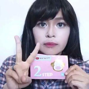 🎬 [PRESS PLAY] Hai hai.. My new post is up! Review special lip kit nya @holikaholika_official  Gold Monkey Glamour Lip 3 Step yang bisa melembapkan bibir. .Glamour Lip 3 Step :.👄 STEP 1 Lip Peeling Patch👄 STEP 2 Volume Lip Patch👄 STEP 3 Honey Lip Essence.Untuk review lengkap, detil, dan harga dari lip kit @holikaholika_indonesia  ini, kepo in aja di link berikut atau klik link yang ada di bio aku👇 :http://www.beautyasti1.com/2016/07/holika-holika-gold-monkey-glamour-lip-3-step-review.html..#clozetteid  #beautyblogger #indovidgram #indobeautygram @indobeautygram  #1minutemakeup #makeupvideo  #beautyvlogger  #indobeautyvlogger #beautybloggerindonesia #beautyvloggerindonesia #makeuptutorial  #tutorialmakeup #videomakeup #ivgbeauty #makeupvideoss #makeupvideos #indobeautyvlogger #tutorialmakeupvideo #makeuptips #easymakeup #belajardandan #tipsdandan  #indobeautyvlog #makeupjunkie #tutorialmakeupindonesia #indonesianbeautyblogger #holikaholika #beautybloggerid #new