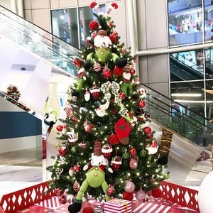 The last white & red Christmas feed. Hope everything will get better next year so we can take pics without worry 🎄❤️•••••#christmas #celebration #christmastree #giantchristmastree #christmas2020 #merrychristmas #christmascelebration #festiveseason #centralparkmall #centralpark #christmasseason #holidayseason #potd #indonesian_blogger #clozetteid #inspiration #instalike #instagood #fashion #blogger #fashionblogger #fblogger #fashiondiary #instafashion #beauty #beautyblogger #bblogger #indonesianblogger #instabeauty #aiachantraveljournal