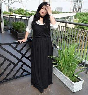 sneak peek next outfit for my blog! Happy Monday people! Break a leg! 😁 #sneakpeek #ootd #potd #ootdindo #lookbook #lookbookindonesia #lookbookindo #lookbookwomen #indonesian_blogger #indonesiancurvyblogger #chictopiastyle #looksootd #ootdholic #outfithariini #ootdjourney #clozetteid #clozetter #COTW #summer #summerootd #summeroutfit #dandansenin #instalike #instagood #fashion #blogger #fashionblogger #fblogger #fashiondiary #aiachanfashionjournal