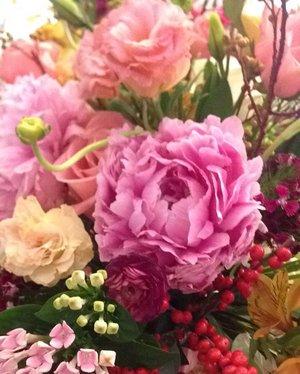 Happy Sunday! 💐 • • • #flower #flowerbouquet #atriaweddingexhibition #flowerdecoration #weddingflower #potd #indonesian_blogger #indonesiancurvyblogger #clozetteid #inspiration #instalike #instagood #fashion #blogger #fashionblogger #fblogger #fashiondiary #instafashion #beauty #beautyblogger #bblogger #beautiesID #beautybloggerID #indonesianblogger #instabeauty #aiachandailyjournal #aiachanbts
