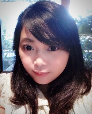 Not much of #selfie these days, because it doesn't fit my recent feed 🙈 ~ But honestly juga uda ga sempet kelamaan selfie karena mesti jagain bocah, plg maen snapchat bentar trus udahan (kl snapchat kan filternya udah bagus jd skali foto langsung oke 😆) #momslife #mommysstruggles • • • #naturalmakeup #naturalbeauty #koreanstyle #beauty #blogger #bblogger #clozetteid #clozetter #beautiesID #indobeautygram #beautybloggers #beautybloggerID #indonesianblogger #indonesianbeautyblogger #instagood #mommyblogger #potd #familydayout #aiachandailyjournal