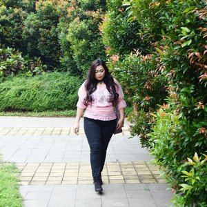 New update on my blog in the Valentine's week and also perfect for your Spring outfit. Link on bio! • • • #ootd #potd #lookbook #ootdindo #lookbookindonesia #lookbookindo #indonesian_blogger #indonesiancurvyblogger #chictopiastyle #looksootd #ootdholic #outfithariini #ootdjourney #clozetteid #clozetter #COTW #dandansenin #instalike #spring #outfit #inspiration #springootd #fashion #blogger #fashionblogger #fblogger #fashiondiary #dyantara #dyantarastyle #aiachanfashionjournal