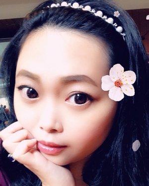 Dibuang sayang.. • • • • • #selfie #snapselfie #snapchatfilters #snapfilters #filters #flowergirl #classic #classicstyle #classy #classygirl #classygirlswearpearls #dailymakeup #makeup #beauty #blogger #bblogger #clozetteid #clozetter #beautiesID #indobeautygram #beautybloggers #beautybloggerID #indonesianblogger #indonesianbeautyblogger #instagood #mommysblogger