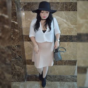 Outfit for Laneige K-Beauty Week last Saturday and it will up on my blog soon. #ootd #potd #ootdindo #lookbook #lookbookindonesia #lookbookindo #lookbookwomen #indonesian_blogger #chictopiastyle #looksootd #ootdholic #outfithariini #ootdjourney #clozetteid #clozetter #COTW #laneige #laneigeid #kbeautyweek #cushionexpert #graziaxlaneige #dandansenin #instalike #instagood #fashion #blogger #fashionblogger #fblogger #fashiondiary #aiachanfashionjournal
