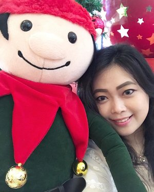 Wefie with Mr. Elf 🤳🏼•••••#christmas #celebration #christmastree #giantchristmastree #christmas2020 #merrychristmas #christmascelebration #festiveseason #centralparkmall #centralpark #christmasseason #holidayseason #potd #indonesian_blogger #clozetteid #inspiration #instalike #instagood #fashion #blogger #fashionblogger #fblogger #fashiondiary #instafashion #beauty #beautyblogger #bblogger #indonesianblogger #instabeauty #aiachantraveljournal