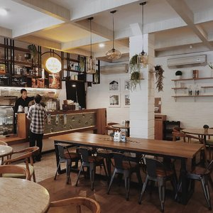 Such a cozy place to gather some of our friends and family ❤ @oldtownsimanjuntak.yk