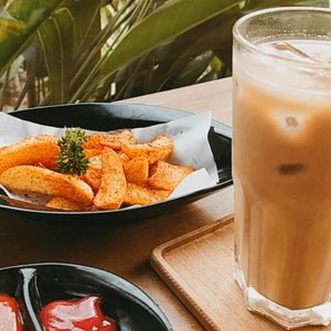 Kombinasi menu yang kerap dipesan saat kerja di cafe. Kamu biasanya pesen apa?