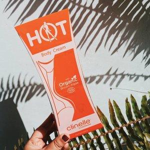 Udah nyobain @clinelleid Hot Body Cream belum? Kalau penasaran tentang kandungan dan manfaat dari produk ini, cuss klik link di bio untuk baca selengkapnya di #honeyvha.com yhaaa 🧡✨