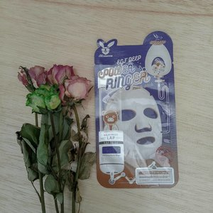 #Elizavecca Egf Deep Power Ringer MaskA daily sheet mask thathelps reduce wrinkles, offers protein, and deep moisture to the skin.Helps regenerate the growth of cells as well as lifting, tightening and moisturizing the skin. This face mask willleave your tired aging skin looking freshand hydrated.The packaging is cute. The mask sheet is thin but doesn't slide easily when worn. Have enough essence. The aroma is fresh.After wearing this sheet mask, I felt that my face was moist and hydrated. But the essence causes a sticky effect. When I wake up in the morning I feel that my face looks smaller and my face becomes smooth.Have you tried the elizavecca sheet mask, which is your favorite?#maskmonday #clozetteid #lianaekacom #skincarekorea #skincarecommunity #sheetmask #beautiesquad #idskincarecommunity #abcommunity #kbbv #hbbv