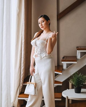 white on white 🤍 in my all time fav bustier @or.fin.....#lifestyleblog #lifestyleblogger #Lifestyle #ClozetteID #FOTD #facoftheday #mood#lookbook #lookbookindonesia #ootd #jktspot #lookbooknu #fashionblogger #outfitoftheday #fashionblog #ootdindo #outfitinspo #blogger