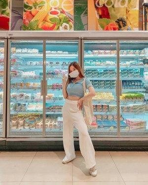 ootd #NEWNORMAL check ✔ More than normal sih, org sebelumnya ke supermarket ga pernah pake baju pergi + sisiran ☺️ kkk . . . . . #ClozetteID #OOTD #OutfitOfTheDay #jktspot #lookbookindonesia #lookbook