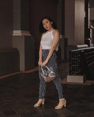 OOTD di gang ruko jadi aesthetic berkat fotografer handal, si suamik kesayangan 👉@samseite #NikonJ5 18.5mm  Top : @getmarv Eva Tanks in White (swipe left for detail) Bag : @bigjill.indonesia . . . . . . #ootd #fashion #style #follow #outfitinspo #outfitideas #fashionblogger #outfit #fashionblog #outfitoftheday #picoftheday #clozetteid