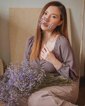 Ga kebayang lilac di tahun ini tuh jadi 'colour of the season'. Padahal ungu, buat aku underestimated shade for wardrobes, dimana aku ga pernah milih warna ungu untuk aku beli/pilih. But this hue plays well, so I 💜......#ClozetteID #lilac #potd #ootd #fotd#outfitinspiration #outfitinspo #purple