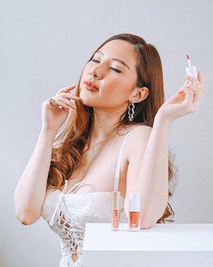 [GIVEAWAY] #saintbysandraxyanitasya RACUN LIP PRODUCT LOCAL BRAND . Calling all anak ombre yg sekali lipstick-an ga cukup pakai 1 produk. @saintbysandraofficial @sandradewi88 baru aja ngeluarin produk terbaru yakni MIRACLE GLOSS yang bisa kasih pearlized lips finish! ✨ . Selain MIRACLE GLOSS yang super Elegant ini, Saint By Sandra Official juga punya lip products lainnya, ada Petite Matte (Lip cream dengan Matte Finish dan healthier lips) dan si SUPER FAMOUS LIP LOVE, yang super duper Useful! Bisa digunakan untuk bibir & pipi sekaligus! Di foto ini aku pakai ketiganya untuk aku gabungin jadi satu. . Sekarang aku mau kasih 3 lipstick ini sekaligus untuk 1 orang pemenang, caranya GAMPANG banget! . How to join :  - Follow @saintbysandraofficial dan @yanita.sya - Aktif di IG-ku dan IG @saintbysandraofficial - Save this post, lalu comment DONE di postingan ini dan tag 3 orang teman kalian - Share postingan ini di Instagram Story agar memudahkan kami untuk check entry . Pemenang akan mendapatkan : - 1 Lip Love, Lip + Cheek - 1 Petite Matte - 1 Miracle Gloss . * Shade dipilihkan oleh team @saintbysandraofficial ** Giveaway berlaku hingga 26 April 2021 . . . . . #GiveawayIndonesia #giveawayindo #endorse #endorsement #endorseindo #giveawaytime #infogiveaway #makeup #giveaway2021 #giveawayindonesia2021 #giveawaymakeup #giveaway #ClozetteID