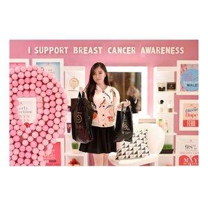Bulan Oktober nggak cuma identik dengan hiasan pumpkin dan creepy things dimana-mana lho, ternyata bulan ini juga diperingati sebagai Month of Breast Cancer Awareness! Lebih bahagianya lagi, kita juga bisa turut menyumbang bagi breast cancer survivor yang membutuhkan uluran tangan kita hanya dengan berbelanja di SEIBU @grandindo . Kapan lagi kegiatan shopping jadi lebih berarti untuk orang lain? Selengkapnya baca disini ya http://notonlywear.blogspot.co.id/2016/10/october-is.html Supporting the fighters, Admiring the survivors, Honoring the taken, and Never, Ever giving up hope. | 📷@samseite #ClozetteID #GrandIndonesia #ClozetteIDxGrandIndo #Breastcancerawareness . . . . #blog #fashionblogger #fashionblog #beauty #girl #blogger #beautyblogger #beautyblog #ootd #endorse #endorsement #nice #japan #outfitoftheday #korean #outfitideas #selca #outfit #fotd #potd #faceoftheday #photooftheday #pink #selfie