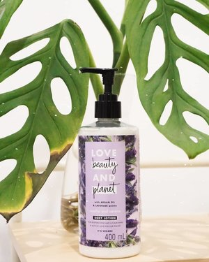 "Malam-malam gini abis mandi air hangat, baiknya lanjut pakai body lotion yang mengembalikan kelembapan kulit. Plus, yang wuangiiii agar boboknya good mood karena aroma badan sendiri seger. Aku sendiri lagi seneng pakai lotion @lovebeautyandplanet Hasil belanjaan di JXB minggu lalu ini. Aku pakai yang varian lavender dengan kandungan argan oil juga. Menurut bunda @andiani91 lotion brand ini wuanginya ""meh"" gitu. Tapi menurutku justru uhuy. 😆 menambah kepercayaan diri agar dipeluk suami 😌  Untuk efek lembapnya, aku lebih suka ini ketimbang lotion dari **v*a hehehe 😅 lebih mantep gitu walaupun ngratain di kulit kurasa-rasa agak susah. Harus pas kulitku masih basah pakainya.  Eh udah ada yg coba ini juga?  #ErnysJournalDaily #clozetteid #bodycare"
