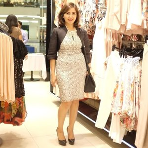 Spending my Thursday night scouring beautiful dresses at Wallis Senayan City. Love this lace dress I'm wearing and the cutout detail around the neck #WALLISdressedit #todaysoutfit #clozetteid