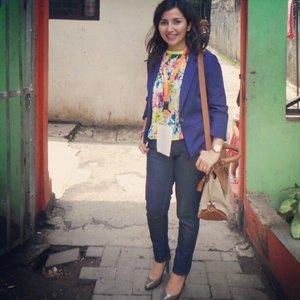 Kostum Ibu guru: Zara blazer, Minimal top, GAP jeans, Ferragamo bag, Jimmy Choo pumps