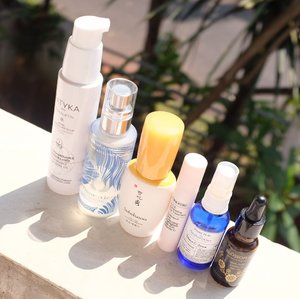 Today's #deszellskincarearsenal , during daytime I always include vitamin C so my skincare arsenal revolves around making the serum work at its best.  1⃣ Cleanse with #Patyka remarkable cleansing oil. 2⃣ Hydration is a layer of #Sulwhasoo first care activating essence Ex and #Omorovicza queen of hungary mist. 3️⃣ #Onomie ACE illuminating eye treatment for the eyes area. 4️⃣ #VotrePeau X #MaharisClinic Vitamin C to treat. 5️⃣ #BlossomJeju Camellia seed oil to seal everything.  Of course, I also use sunscreen! I haven't decide which one.