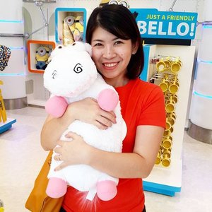 My unicorn!!!! 😄😄 Super duper cute!!! #usssingapore #universalstudios #singapore #travelwithme #travelling #travelgram #travelinstyle #clozetteid #cute #unicorn #happy