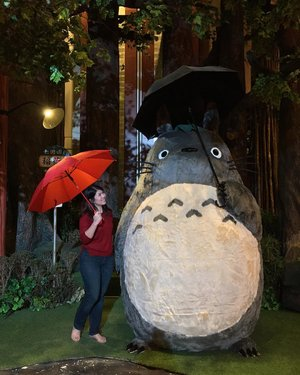 Totoro is one of the first movies I watched and somehow leaves a deep impression in me.. so excited that I can see and even hugged this big guy today! My childhood dream comes true today! 💙💙💙 . . . #totoro #studioghibli #happy #grateful #clozetteid #kidatheart