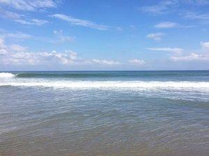 Missing the blue and the horizon already.. and the sound of the wave crashing the shore 🌊🌊 . . . #beach #horizon #beachlover #poshplushtravel #bali #bluesky #clozetteid #life