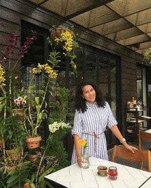 Pretty Orchids 💐 Anggrek-anggrek cantik 💐💐 Pic by my sayang Mba @ratnahilton • Dress by @beatriceclothing • • • • • • #flower #flowerlovers #flowerloversdaily #flowersoftheweek #flowerstagram #instaflower #flowerbouquet #flowerpower #flowers #flowersofinstagram #decor #homedecor #style #fancy #potd #fashion #love #happy #inspiration #travelandleisure #wanderlust #lifewelltravelled #seetheworld #snapseed #clozetteid